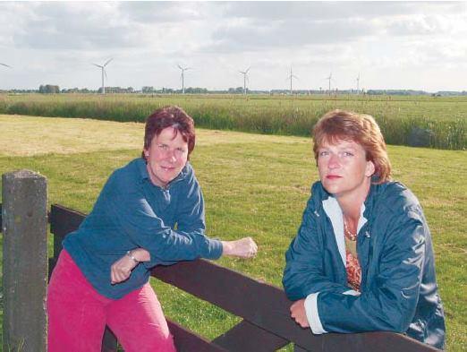 Annet Wood en Henny de Haas initiatiefnemers Berkhout is Boos